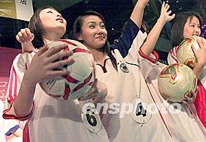 身穿中国足球队队服的 世界杯宝贝