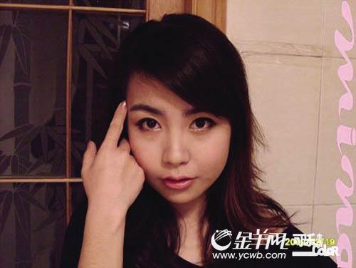 丑女如何化妆成美女_神奇化妆术 丑女变美女(图)(3)——中新网