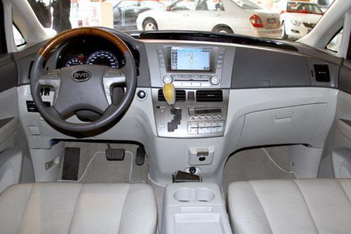 内部空间是比亚迪m6的重要卖点,abs、自动天窗、倒车雷达、高清图片