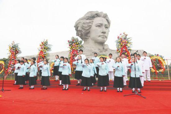 纪念毛主席诞辰118周年!天安门广场震撼亲历实拍 - 东方朔 - 东方朔的博客