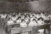 华大首届学生在草棚上课