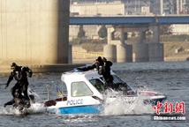 韩国水警举行G20峰会安保演练