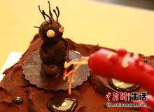 """巧克力蛋糕+松露巧克力+酒香葡萄干带来这款""""侏罗纪之战""""的与众不同"""