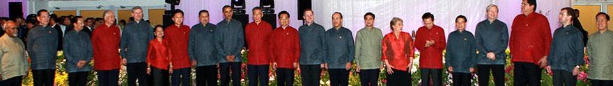 2009 新加坡 服装是由新加坡籍服装设计师宋伟杰设计的,旨在展示新加坡的多元种族和文化。