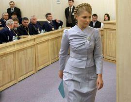 不过,这朵娇艳玫瑰也有褪色的一天。今年初,季莫申科在总统角逐中失利,她领导的内阁被迫辞职。由于她领导的政府被指贪污,这位美女前总理遭到刑事调查,或被限制人身自由。
