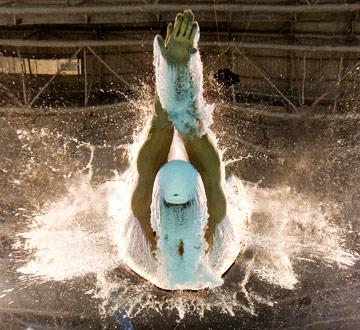 浪里白条――游泳赛场酷图