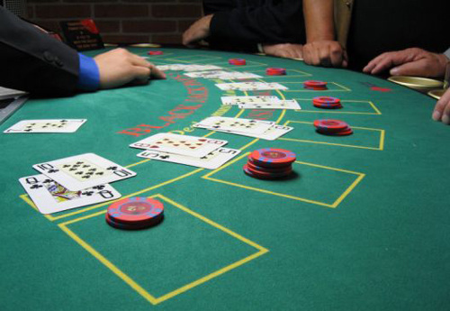 &nbsp;&nbsp;&nbsp;<strong>澳洲华裔赌手生涯:不贪图暴富纯粹赌博</strong><br/>&nbsp;&nbsp;&nbsp;Jeff曾经是一个职业赌手。5年间他靠赌挣下两处房产。这样的人,早年在全澳有数百人。<font color=#ff0000>详细>></font>