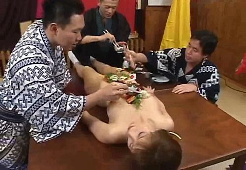 """&nbsp;&nbsp;&nbsp;<strong>中国女子在日本做""""女体盛""""的屈辱经历</strong><br/>&nbsp;&nbsp;&nbsp;把人体作为盘子装食物是对女性的极不尊重。看一位旅日华人女子做""""女体盛""""经历。<font color=#ff0000>详细>></font>"""