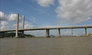 架桥驳通港珠澳大桥 陆路直贯香港