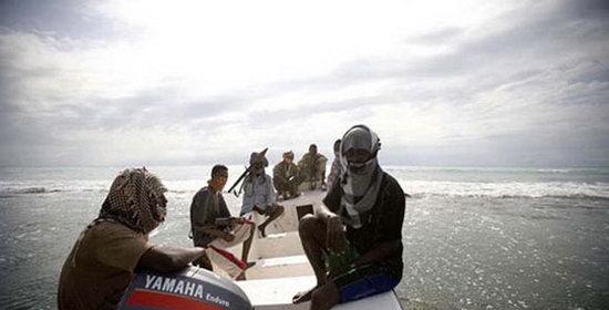 真实拍摄到的图片_摄影师首次拍摄到索马里海盗的真实状况(多图)