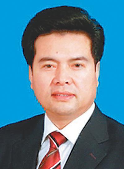 宁夏回族自治区主席 要让农民工 站着 拿到钱