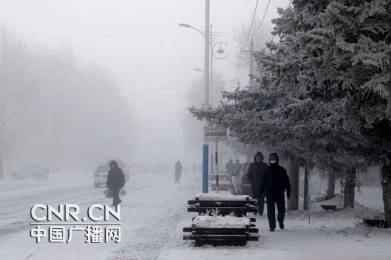 因为极端低温,海拉尔市持续出现大雾天气(呼伦贝尔台记者马丽君