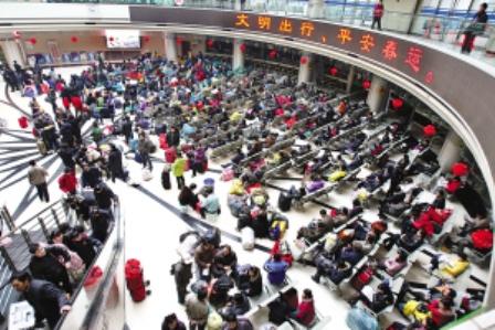 上海春运高峰期:铁路日发旅客逾20万公路超4万