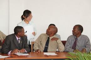 中国教师授课 马拉维外交部官员走进汉语培训班 - 麦田守望者 - 对外汉语教学交流