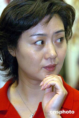 京剧演员李胜素年龄近况、婚姻、家庭 京剧演员李胜素的丈夫照片