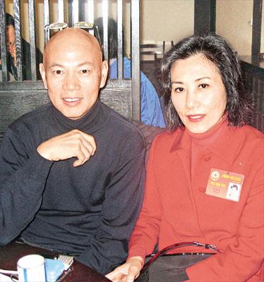 Liza and Mr Law's news _1110242443_LJY