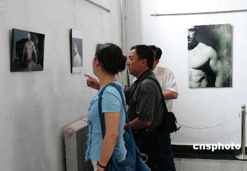 图:俄罗斯人体艺术影展首次在中国边城举办