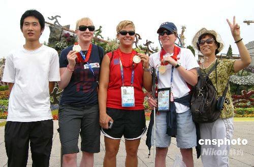 金牌选手与游客