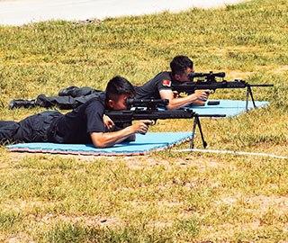 铁路公安特警高温实战训练枪支技能