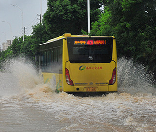 """台风""""贝碧嘉""""致海口多路段积水"""
