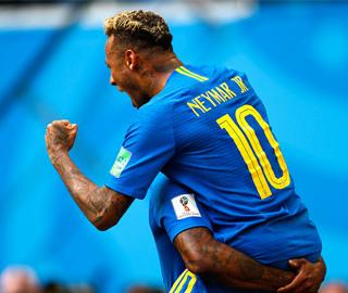 巴西队补时连入两球2-0胜哥斯达黎加