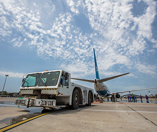 大连机场举行应急演练 模拟劫持航班