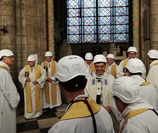 巴黎圣母院举行大火后首次弥撒