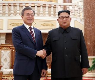 朝韩首脑在朝劳动党总部大楼会晤