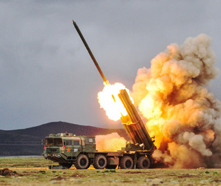 西藏军区炮兵旅开展实战化协同对抗演练