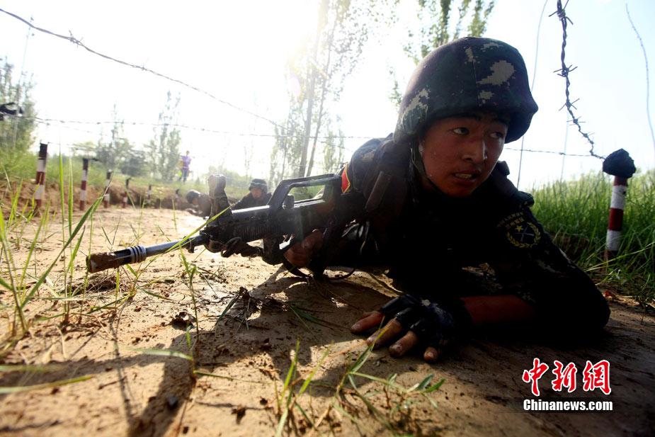 中巴两军特战士兵展开高强度魔鬼训练(高清组图)