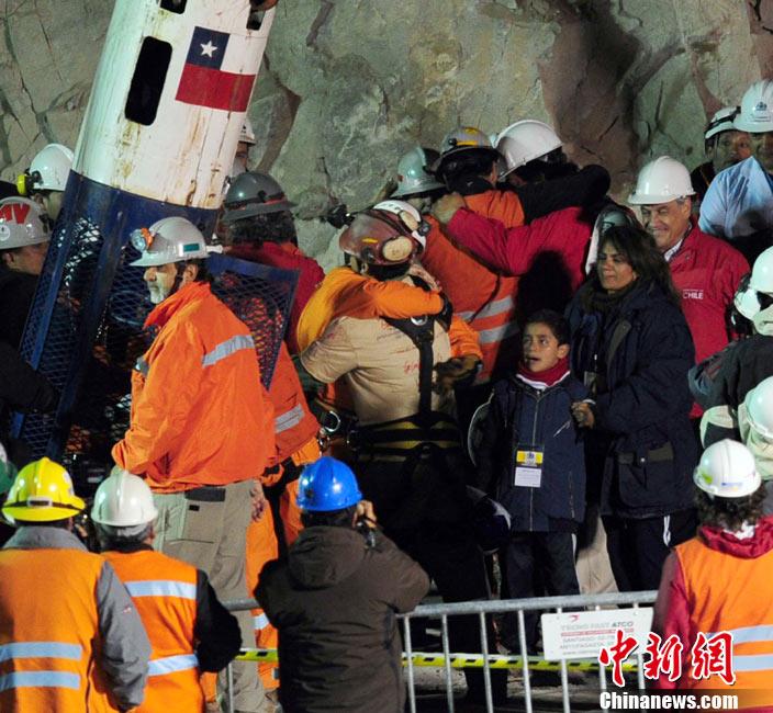 智利援救被困33名矿工 - rszx - 容山中学官方博客