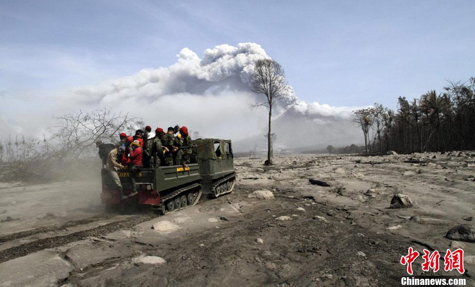 印尼默拉皮火山继续喷发[高清组图]34万人被迫