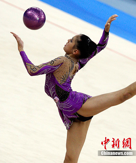 乌兹别克斯坦美女选手获跳高冠军