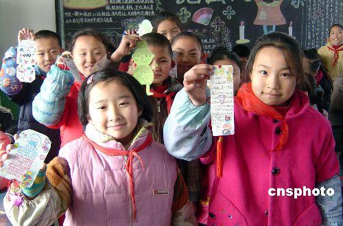 镇江小学生自制书签传递醋文化