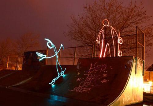 组图:艺术家展示滑稽的光电涂鸦作品  - 视点阿东 - 视点阿东