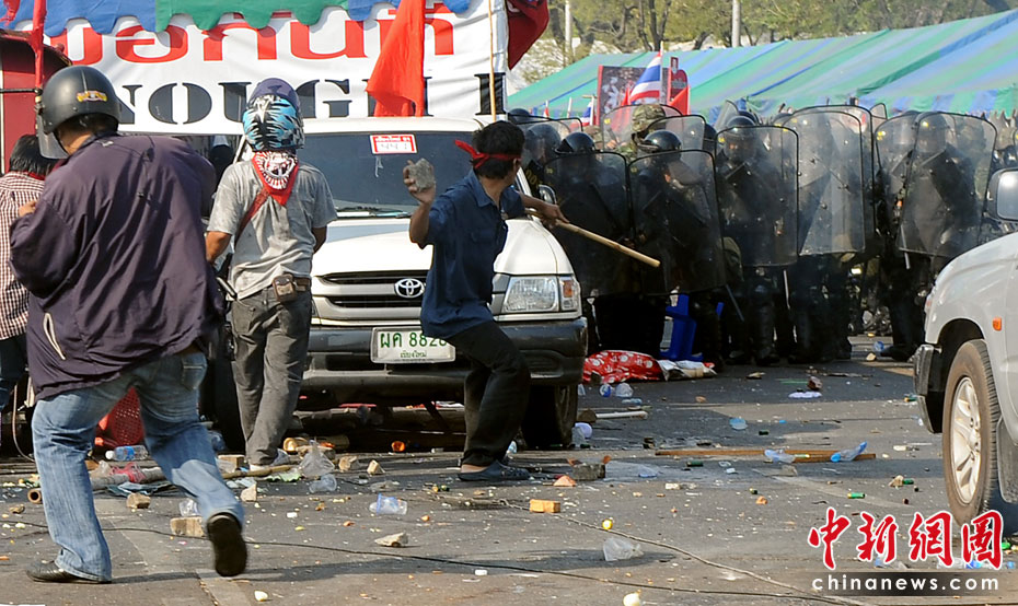 泰国红衫军与军警爆发严重冲突