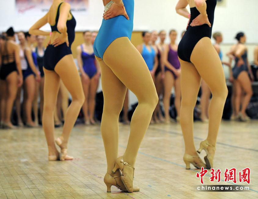 """众靓女试镜""""火箭女郎""""舞蹈团 - 古   月 - 虎行天下"""