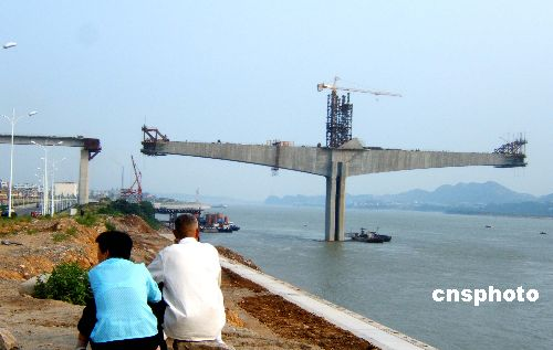 06年12月宜昌长江大桥有望主跨合龙