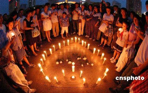 新疆库尔勒市人民广场举办共青团员