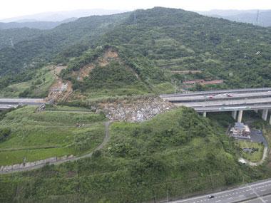 [组图] 台湾交通要道山崩 土石倾泻压垮桥梁(10P) - 路人@行者 - 路人@行者