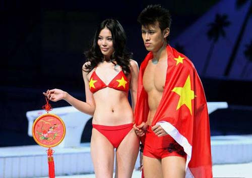 国旗比基尼亮相水立方 该否谴责网友激辩(图)  - xiangjiaoyuan - xiangjiaoyuan的博客