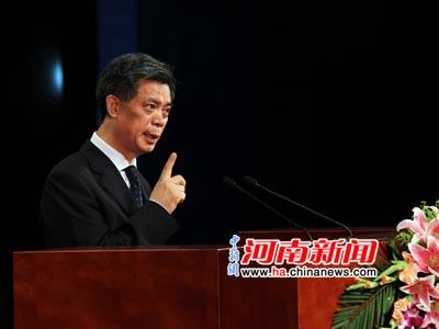 中新社原社长郭招金做《世界华商与中原经济区》主题演讲