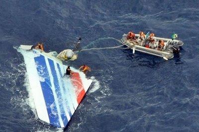 2009年打捞出事飞机残骸