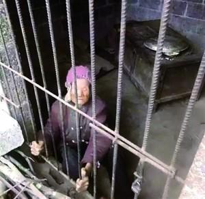92岁老人被儿子儿媳锁进小屋数年 警方介入调查