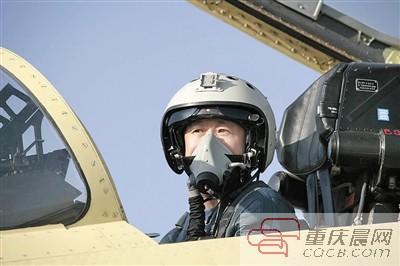 空军特级试飞员:处理过20多起险情 以2.35倍音速飞行