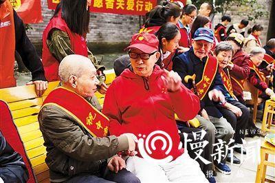 """重庆最年长志愿者 是位86岁""""老小伙子"""""""