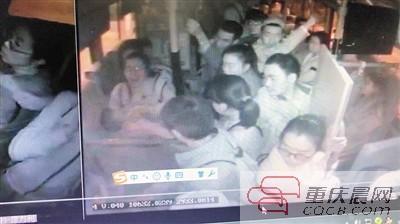 男童公交车上突发疾病 女司机这一操作赢得点赞