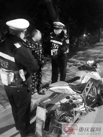 汉子深夜推摩托车逆行见民警扭头就跑 一查是酒