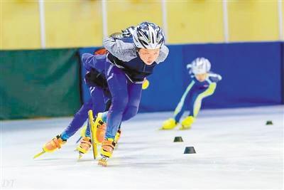 重庆天才轮滑少女 有个冰上世界冠军梦