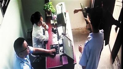 隐形耳机、跟踪车辆…… 路考作弊被监考民警抓了现行